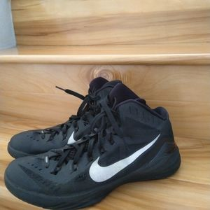 Nike hyperdunk black shoes size 10.5